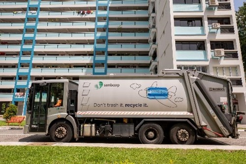 The Econic Rear-End Loader Refuse Collection Truck - 1